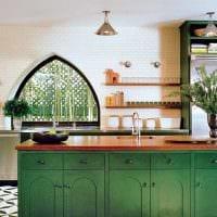 идея использования зеленого цвета в необычном дизайне комнаты картинка