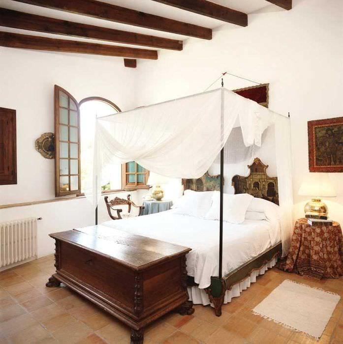 идея яркого декора квартиры в романском стиле