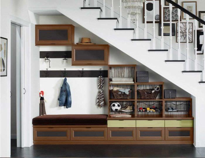 идея необычного стиля современной прихожей комнаты