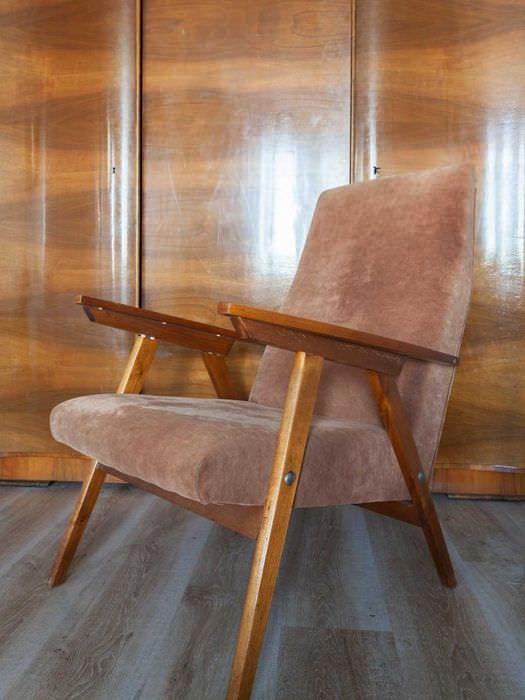 идея необычного интерьера комнаты в советском стиле