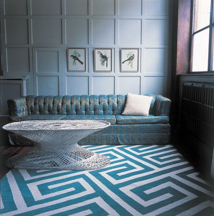 вариант применения необычного голубого цвета в дизайне квартиры