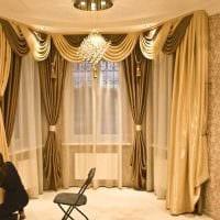 вариант использования современных штор в ярком декоре квартире фото