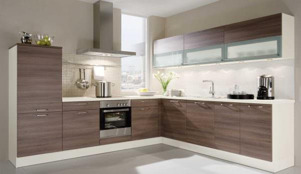пример применения яркого декора кухни фото