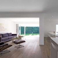 идея применения светлого ламината в необычном дизайне квартиры фото
