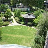 вариант применения красивых растений в ландшафтном дизайне дома картинка