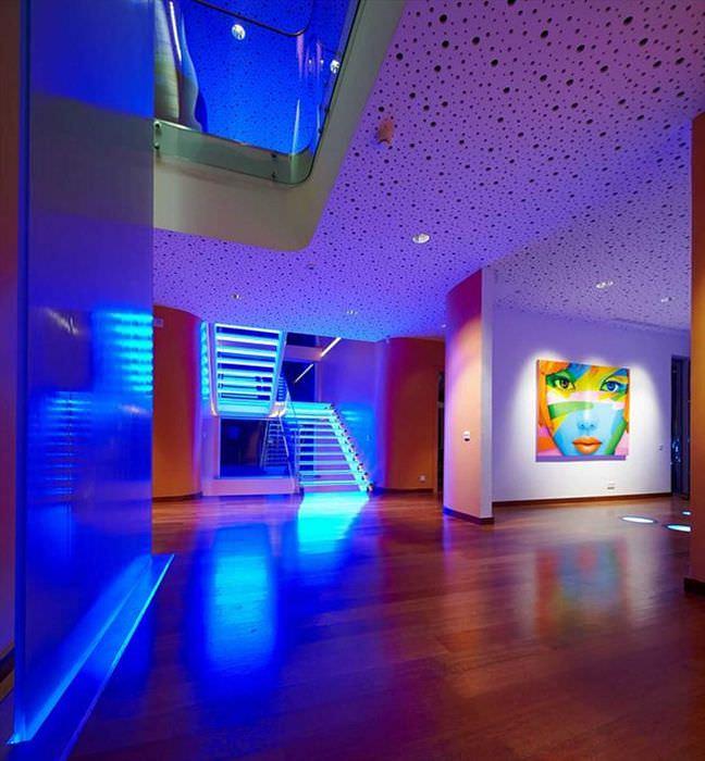 идея применения светового дизайна в необычном стиле дома