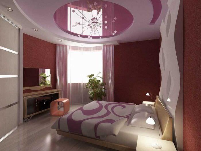 вариант применения светового дизайна в ярком декоре квартиры