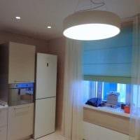вариант применения светового дизайна в ярком интерьере квартиры фото