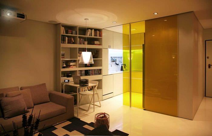 идея светлого декора маленькой комнаты в общежитии