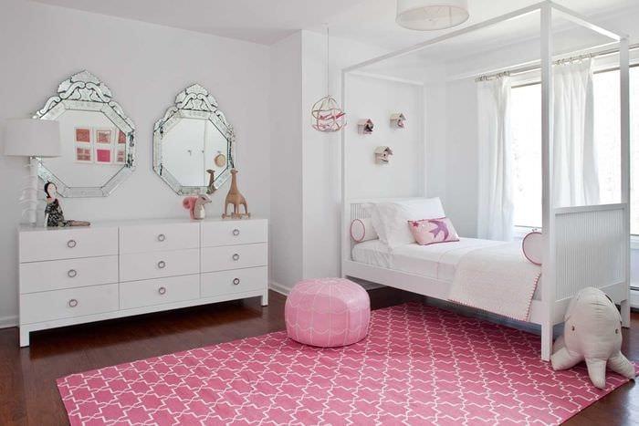 вариант необычного стиля спальни для девочки в современном стиле