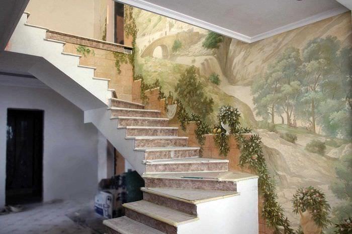 вариант необычного интерьера квартиры с росписью стен