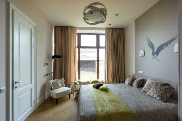 вариант светлого декора маленькой комнаты картинка