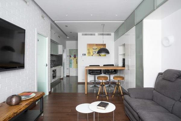идея необычного дизайна малогабаритной комнаты фото