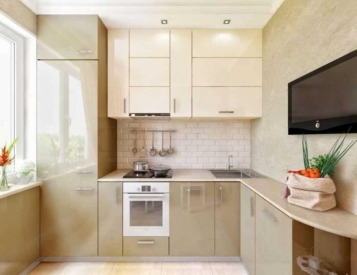пример яркого дизайна кухни 8 кв.м