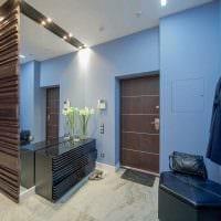 идея светлого дизайна современной прихожей комнаты фото