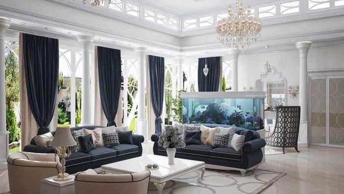 вариант яркого декора гостиной в частном доме