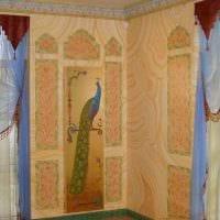 идея яркого интерьера квартиры с росписью стен картинка
