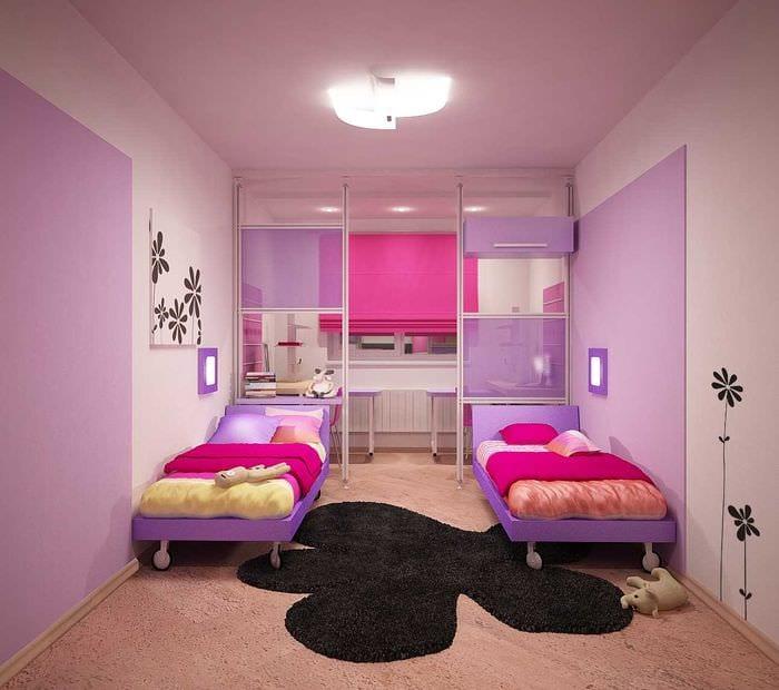 пример необычного декора детской комнаты для двоих девочек