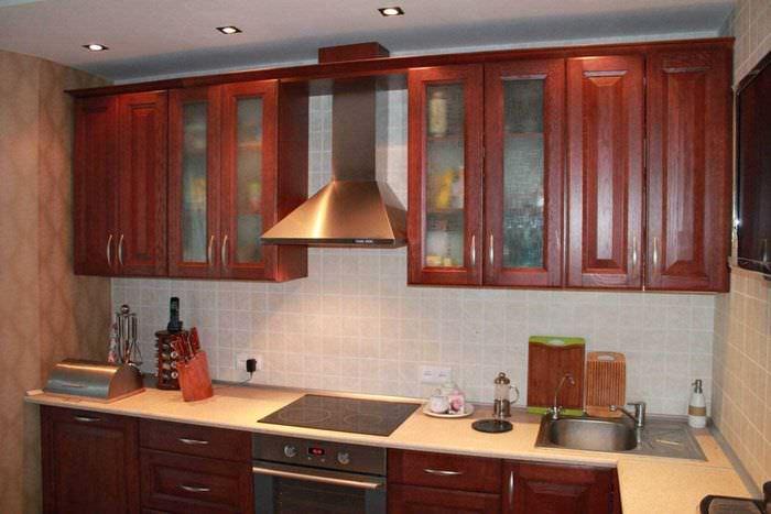 пример светлого декора кухни 14 кв.м