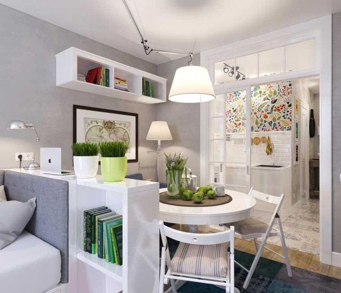 идея яркого стиля маленькой комнаты в общежитии