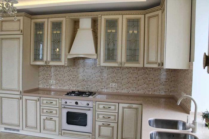 вариант использования светлого дизайна кухни
