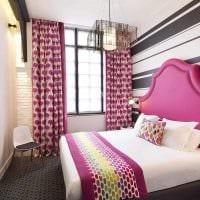 пример использования розового цвета в светлом декоре комнате картинка