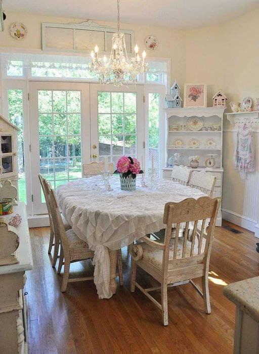 идея использования красивого интерьера комнаты в стиле ретро