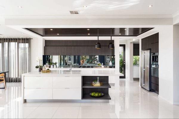вариант использования яркого интерьера кухни фото