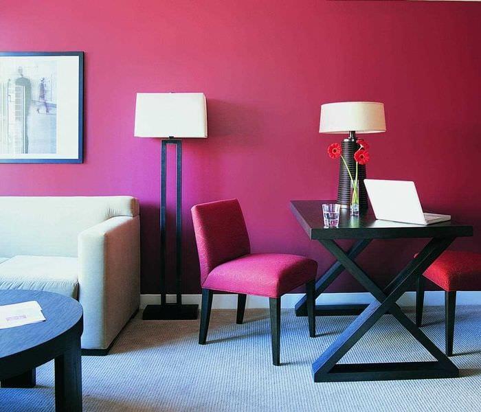 пример использования розового цвета в ярком интерьере квартире