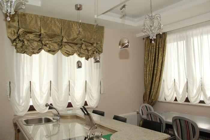 пример применения современных штор в необычном декоре квартире