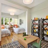 вариант светлого декора детской комнаты для двоих детей картинка
