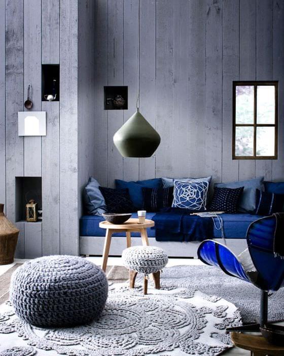 идея применения интересного голубого цвета в стиле квартиры