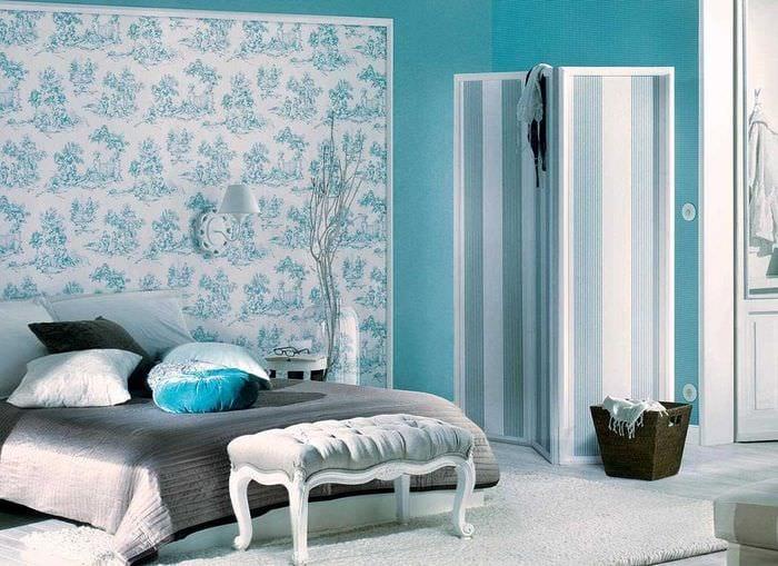 вариант применения яркого голубого цвета в дизайне комнаты