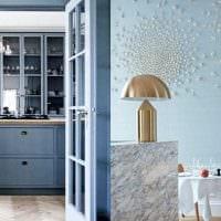 вариант использования яркого голубого цвета в стиле комнаты картинка