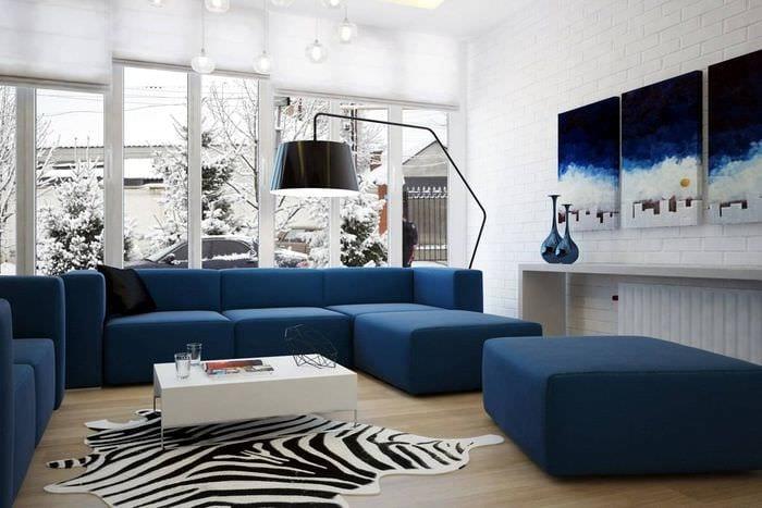 идея использования интересного голубого цвета в дизайне дома
