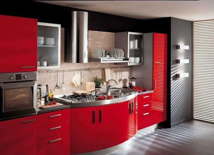 идея использования яркого интерьера кухни