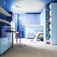 вариант применения необычного голубого цвета в дизайне дома картинка