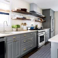 вариант применения светлого стиля кухни фото