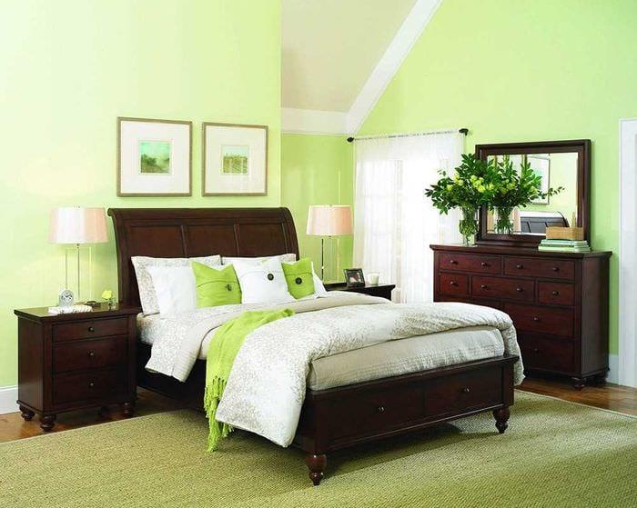 пример применения зеленого цвета в светлом декоре квартиры