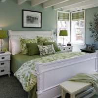 пример применения зеленого цвета в необычном декоре комнаты фото