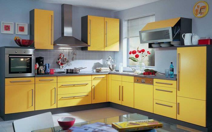вариант необычного сочетания цвета в дизайне современной квартиры
