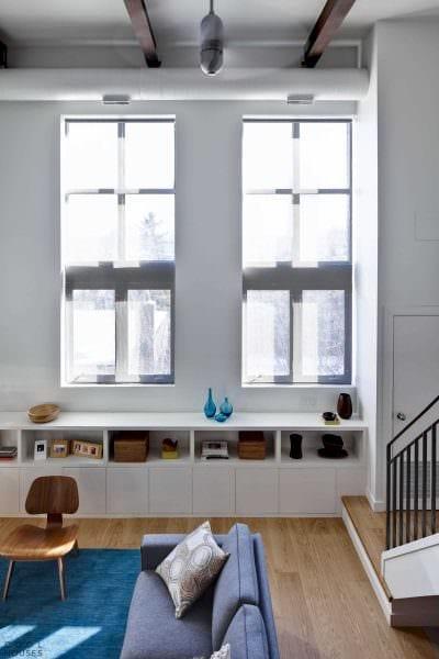 вариант необычного интерьера малогабаритной комнаты фото