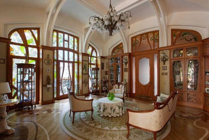 вариант светлого стиля квартиры в романском стиле