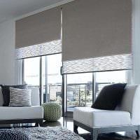 идея красивого декора гостиной с римскими шторами фото