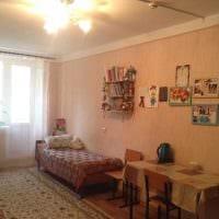 идея светлого интерьера небольшой комнаты в общежитии фото