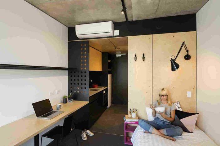 вариант необычного декора маленькой комнаты в общежитии