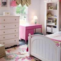 вариант яркого стиля спальной комнаты для девочки в современном стиле картинка