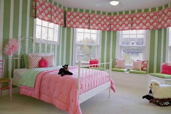 вариант необычного интерьера спальной комнаты для девочки в современном стиле