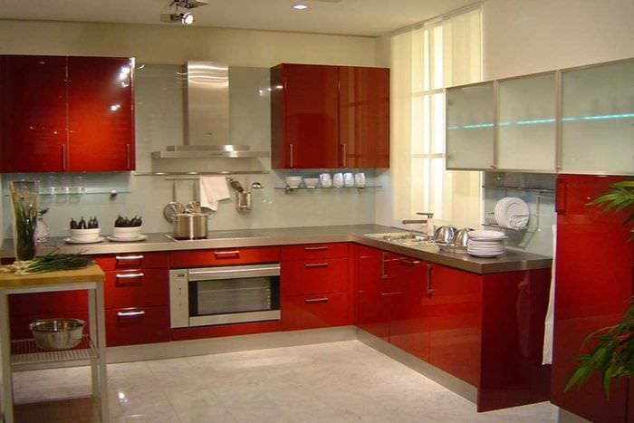 пример яркого стиля кухни 8 кв.м