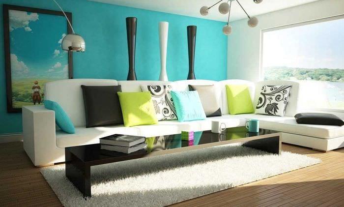 идея применения яркого голубого цвета в стиле дома
